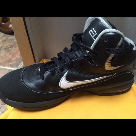 Nike air max men's basketball shoe final price !