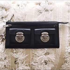 Marc Jacobs Handbags - MARC JACOBS Leather Black Zip Clutch Wallet 💍HP💍