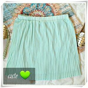 JustFab Dresses & Skirts - 🎀 JustFab Pleated mini skirt in mint 🎀