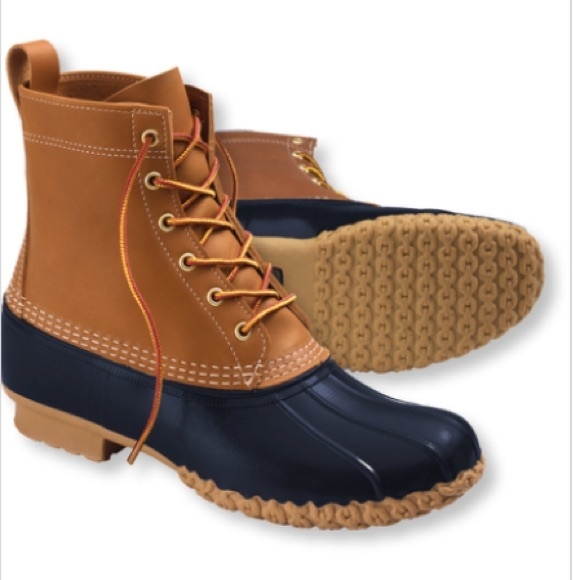 New Looks Great The Inserts Are Original Ll Bean Inserts No Rips, Tears Or Staining These Navy Mocs Are Very Desireable And Will Not Last Long! Please See Pictures Boots Ship At No Charge Within 24 Hours Of Receiving Payment Via Usps Priority Mail