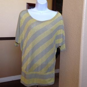 New Gray and yellow top