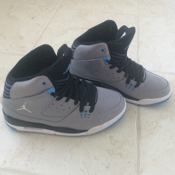 new arrival 5147a b313e Brand new Jordan high tops women's 8-9