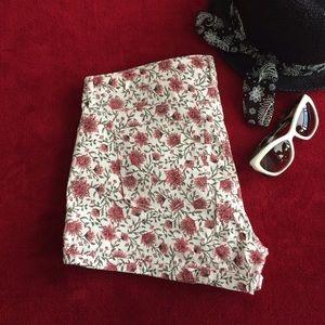 🎉HP🎉 Floral white denim shorts