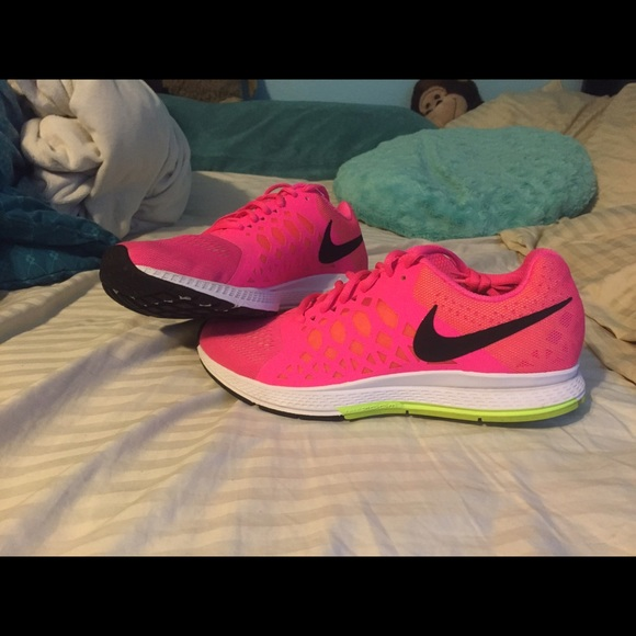 sports shoes 8dbcb 09af1 Women s Nike zoom Pegasus 32. M 55cfcfe6cadd6a60a3006eef