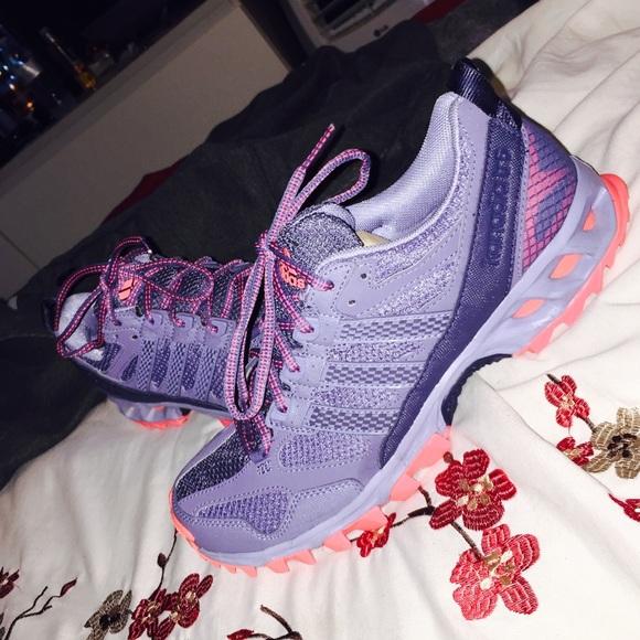 Adidas Shoes - Adidas kanadia tr5 women size 9 like new 4ca6786bd