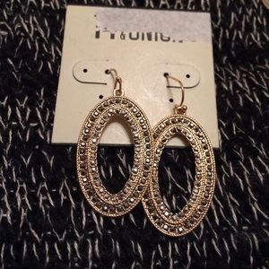 14th & union Jewelry - Beautiful gold oblong earrings w gun metal crystal