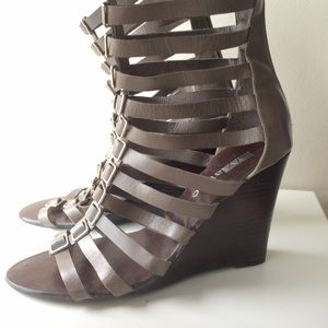 Matiko Shoes - Matiko 'Vaughn' Strappy Gladiator Wedge Sandals