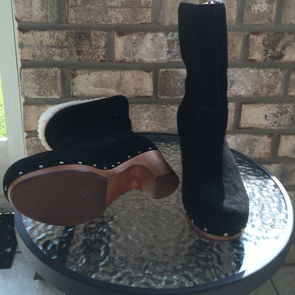 e64b8724717 UGG Lynnea Boots Black Suede S/N 1955 EUC💓