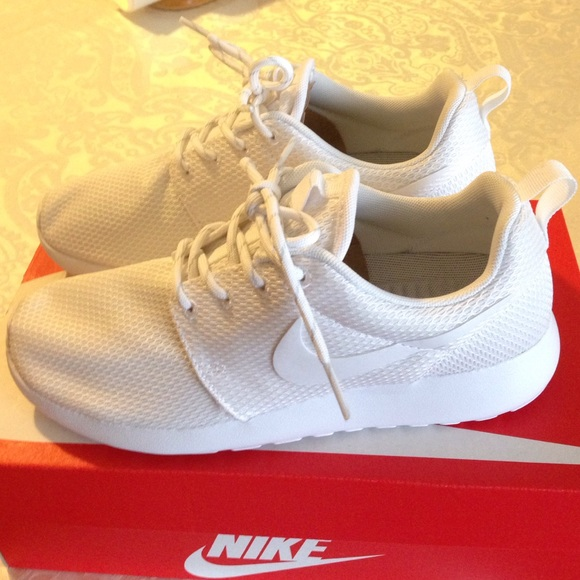 okmvrn Nike - Sold on Ⓜ ✨ All white nike roshes from Catherine\'s
