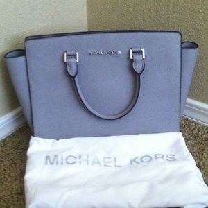 09046d3171 Michael Kors Bags - 🎉SALE Michael Kors Selma Saffiano Leather Satchel