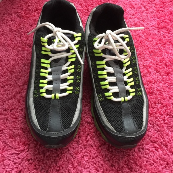 77 nike shoes black and neon green nike tennis