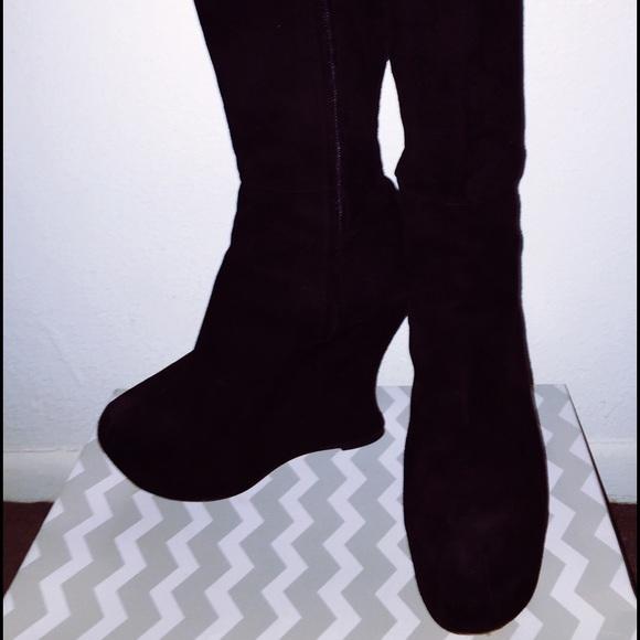 d6bcddf23b3 Used YSL fall collection suede wedge boots! Yves Saint Laurent.  M_55d11f375020b90bee00d3d1. M_55d11f3c2bbdeb715400d340.  M_55d11f3ebf441c10db00d2cf