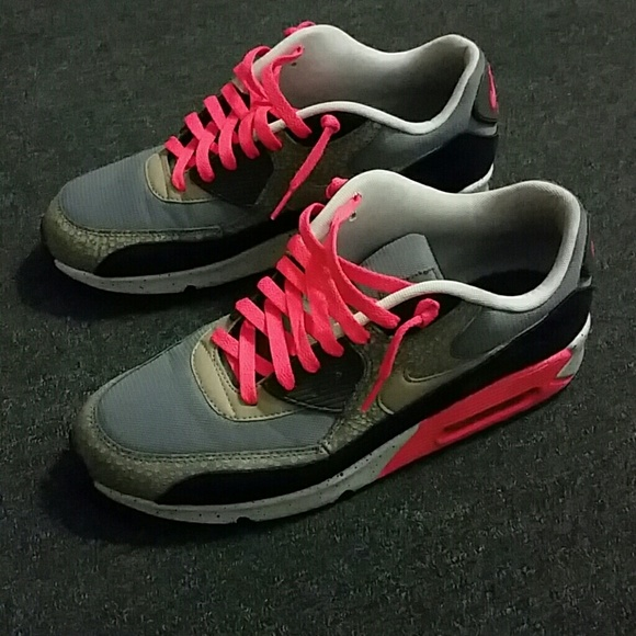 35 nike shoes gray black and neon pink nike