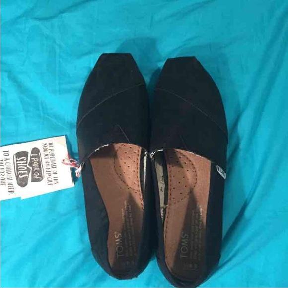 08f988d14b0 plain black toms (brand new with tags)
