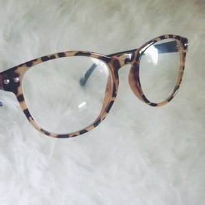 c335cd04cce3 Urban Outfitters Accessories - Cheetah Frame Glasses
