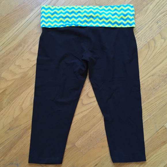 TAREA By Rue 21 Yoga Knee Length Low Rise Capris