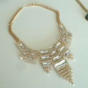 GUESS Gorgeous gold statement necklace