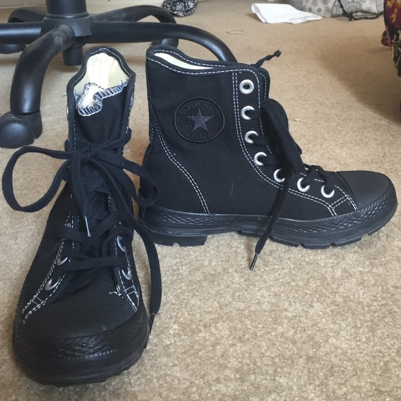 fd1bb258182f79 Converse lace up combat boots  sneakers