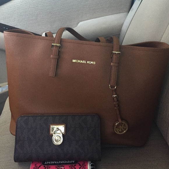 64fa4971ee2f Michael Kors large Carmel color bag and wallet set.  M 55d239828cc1ab24e7012c5f