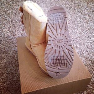 UGG Shoes - Ugg Bailey Bow in Desert Sand