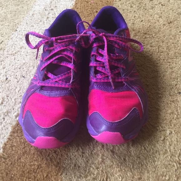 999f9a21 Girls Newbalance pink and purple sneakers