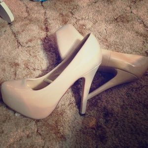 LIKE NEW Nude 6in Heels F21