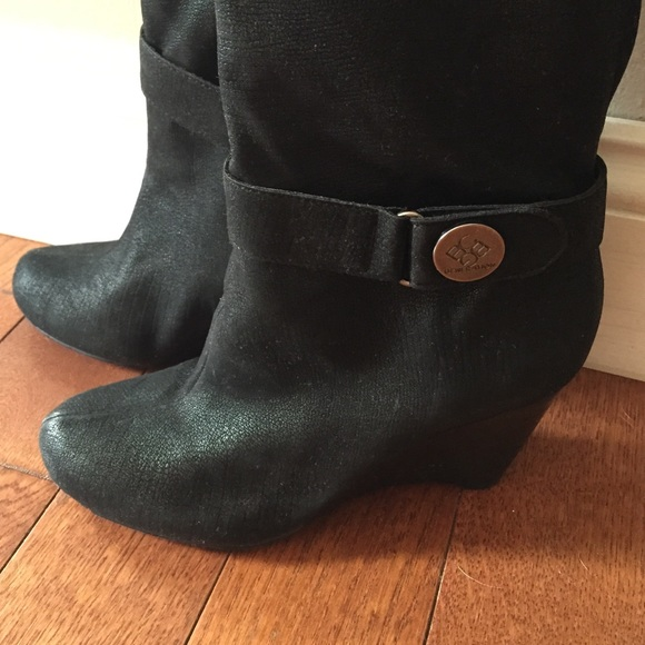bcbg black suede boots 6 from tara s closet on poshmark