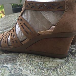 eeeea5f4d4c earth Shoes - SALE 🎉🎉🎈New earth wedges shoes