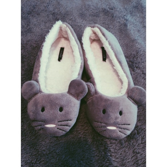 b5338fabe533 Forever 21 Shoes - Super cute mouse slippers 💕