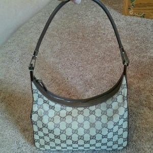 AUTHENTIC GUCCI HANDBAG- PRICE FIRM