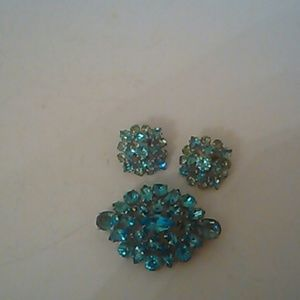 Jewelry - Rhinestone blue brooch set silver tone