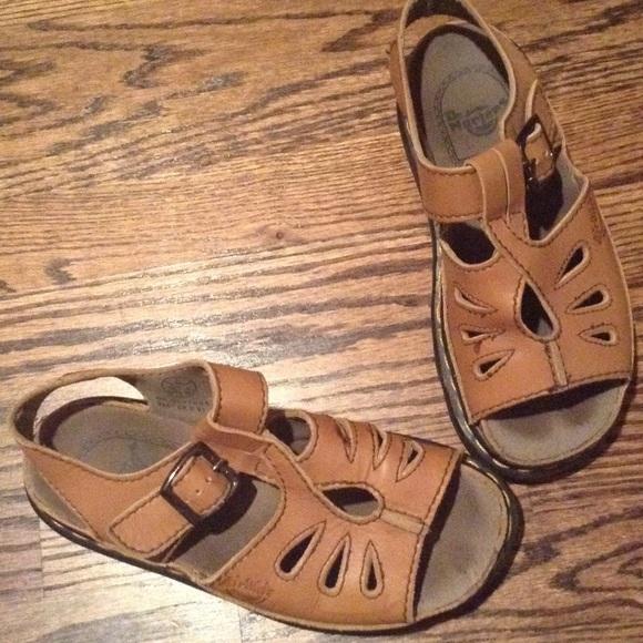 bb84426112293 Dr. Martens Shoes - Dr. Doc Martens Shoes   Sandals Tan Air Wave 6