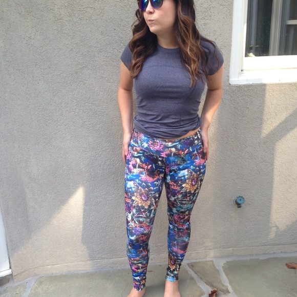 KOS USA - Blue Floral Workout Leggings by KOS USA Small from ...