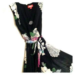 Kirna Zabete Dresses & Skirts - NWOT Kirna Zabete Chiffon Dress with Big Flowers