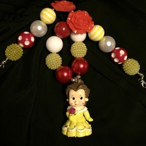 Jewelry - Belle chunky necklace.