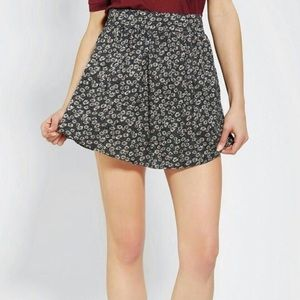 Daisy print skirt by cooperative