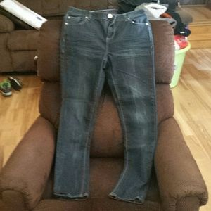 """Skinny jeans 32"""" inseam (approx)"""
