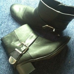 Traffic Boots - Black ankle boots with zipper & fashionable buckle