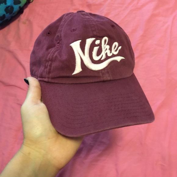 burgundy Nike hat. M 55d4bb40f739bc11ef0055de 256fcb466ca