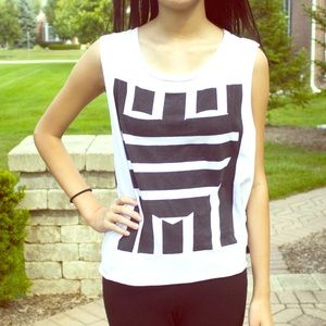 Tops - ❌SOLD❌Unique Black & White Patterned Tank