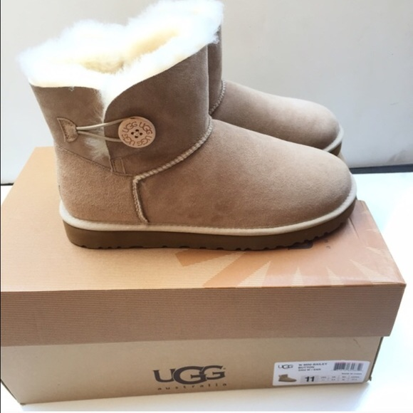 1d93aeefd6f UGG authentic mini Bailey button boots sz 11 new NWT