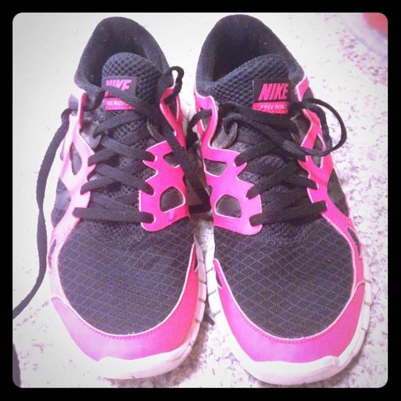 4f4b81f6c6a9 Women s Nike Free Run 2 - black bright pink. M 55d51776f739bc408f001941