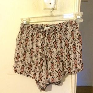 Brandy Melville High waisted pattern shorts