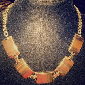 Jewelry - 💥NEW LISTING💥 gold toned necklace