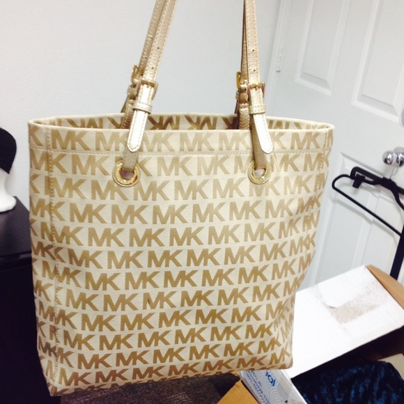 a9bc9be9a58d Used Light fabric Michael Kors tote. M 55d5fe43eaf03045ff005e0c