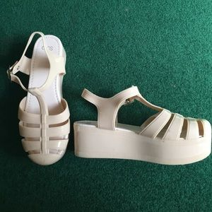 Tan platform jellies