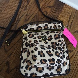 ❤️NWT Betsey Johnson crossbody bag❤️