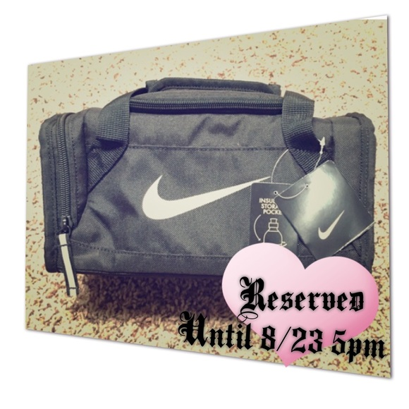 915d022269b8 🌟Cutest Mini Nike insulated duffel bag!🌟