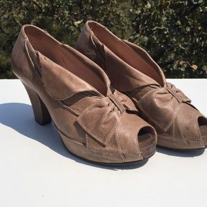 Anthropologie Shoes - Miss Albright Taupe Nava Heels Anthropologie 10B