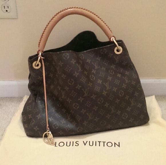 5ca163771d54 Louis Vuitton Handbags - 💫1 DAY SALE💫Louis vuitton artsy mm